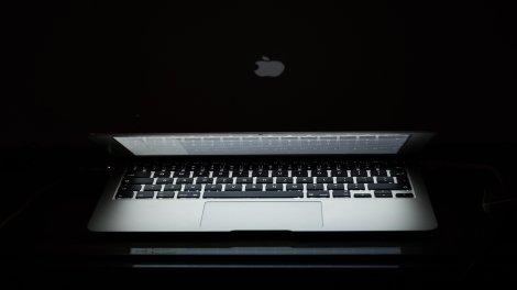 MacBook lid