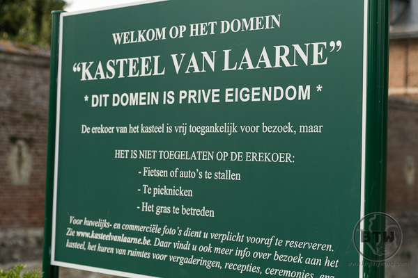 Laarne Castle sign in Dutch