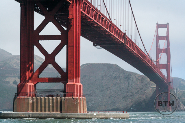 A close-up of the Golden Gate Bridge in San Francisco | BIG tiny World Travel