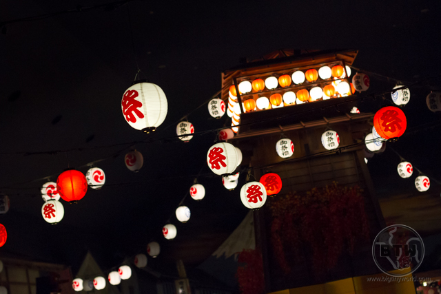 Lanterns hang over the central indoor courtyard of Odaiba's famed Oedo-Onsen Monogatari, lending an atmosphere of a summer festival, no matter the time of year.