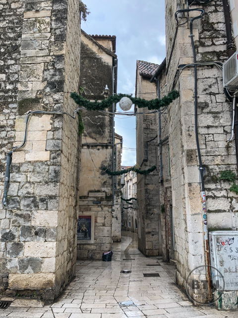 A narrow alleyway in Split, Croatia