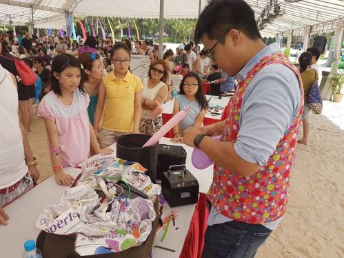 Balloon Sculpting Artist for Hire Singapore