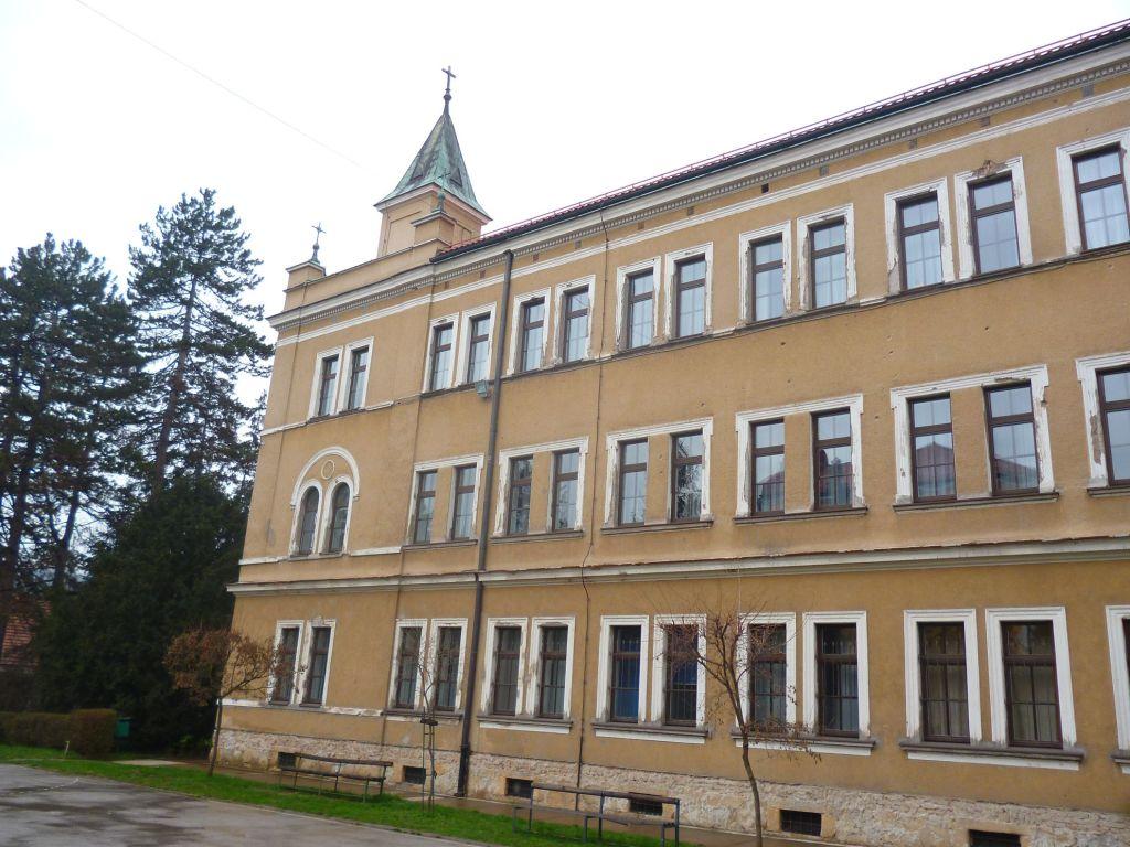 Монастырь и гимназия в Високо. Фото: Елена Арсениевич, CC BY-SA 3.0