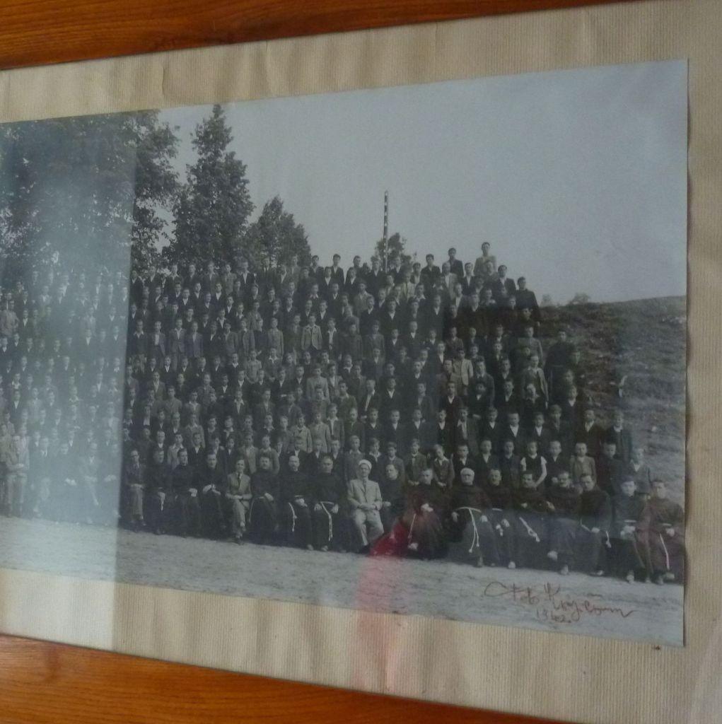 Фотография учеников гимназии 1940-го года. Фото: Елена Арсениевич, CC BY-SA 3.0