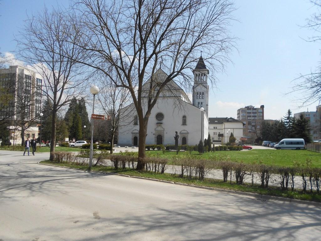 Церковь 1886 года и колокольня 1936. Фото: Елена Арсениевич, CC BY-SA 3.0