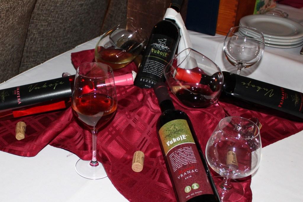 Вина в ресторане «Златна Моруна». Фото: Елена Арсениевич, CC-BY-SA-3.0