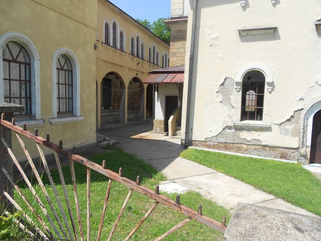 Школа при церкви. Фото: Елена Арсениевич, CC BY-SA 3.0