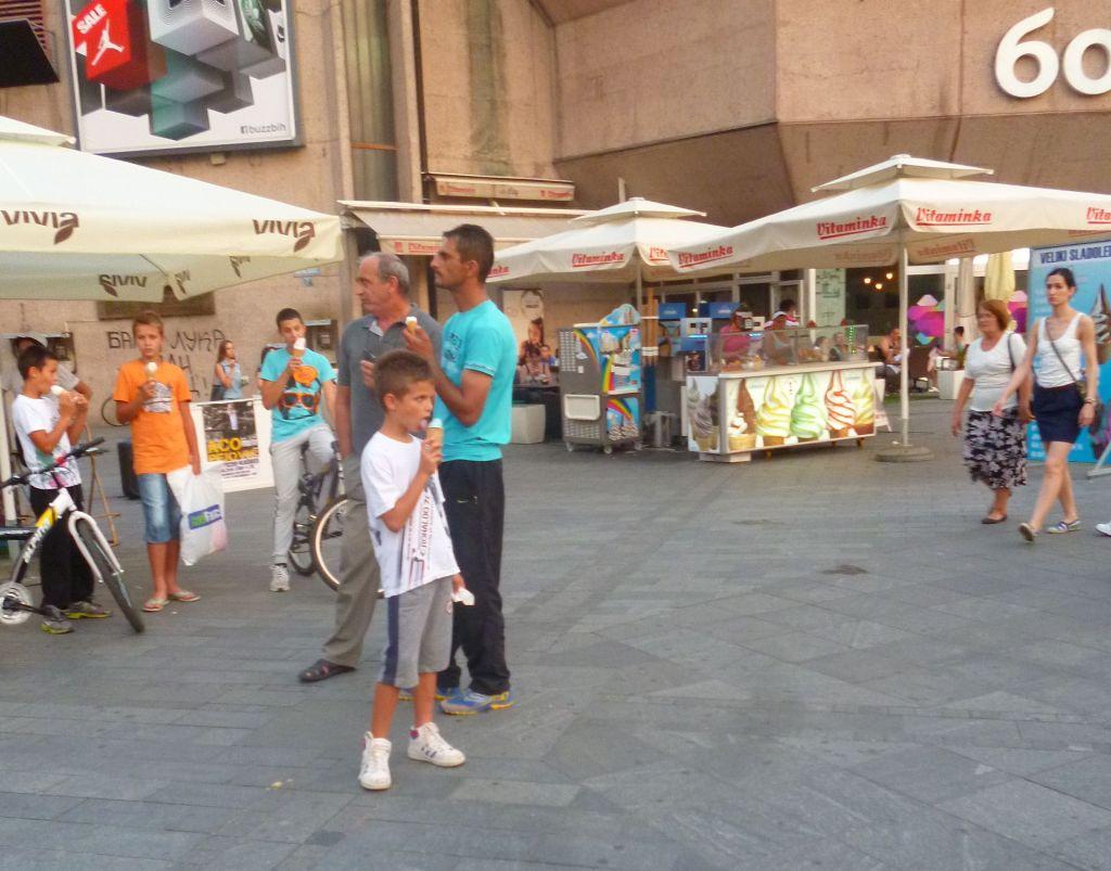 На площадь Краины приходят поесть мороженого. Фото: Елена Арсениевич, CC BY-SA 3.0