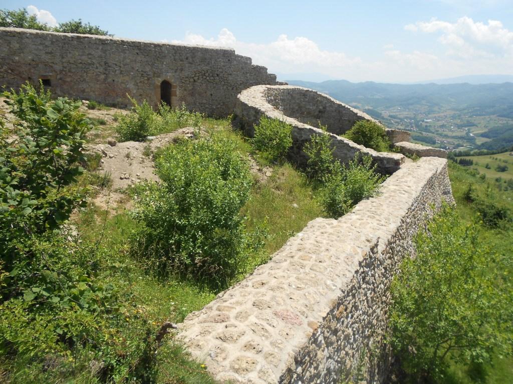 Средневековая крепость на вершине горы Височицы. Фото: Елена Арсениевич, CC-BY-SA-3.0