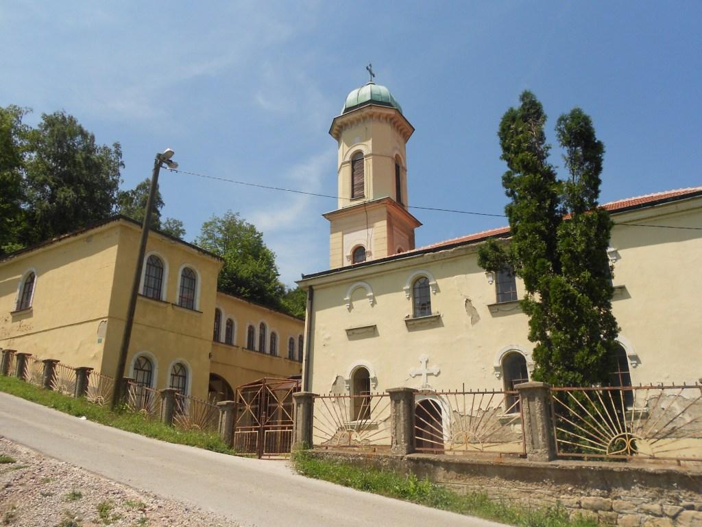 Церковь св. Прокопия со школой. Фото: Елена Арсениевич, CC-BY-SA-3.0