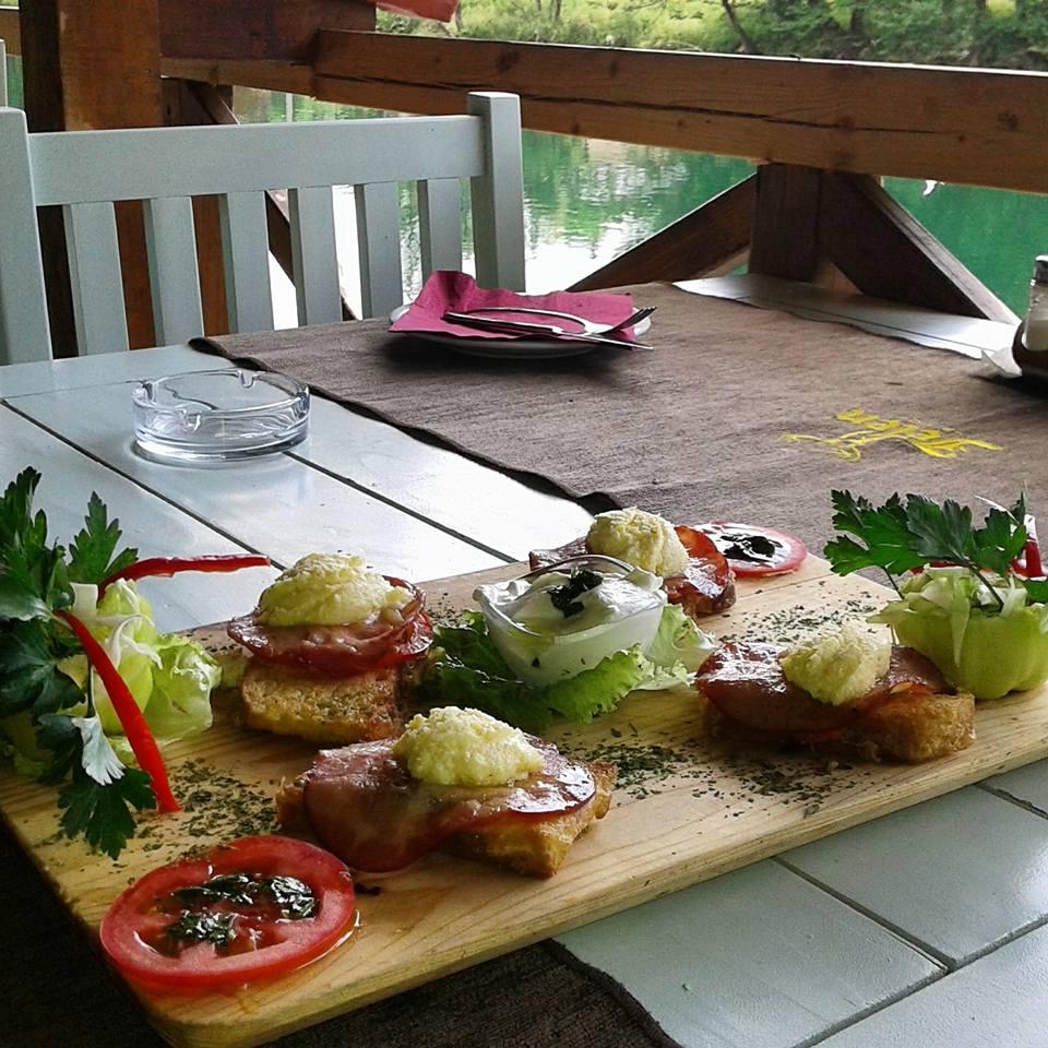 Завтрак в рафтинг-центре. Фото: Rafting Centar Kanjon, Copyright