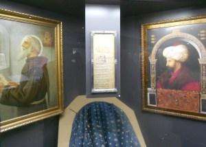 Экспозиция, посвящённая ахднаме в музее в Фойнице. Фото: Елена Арсениевич, CC BY-SA 3.0