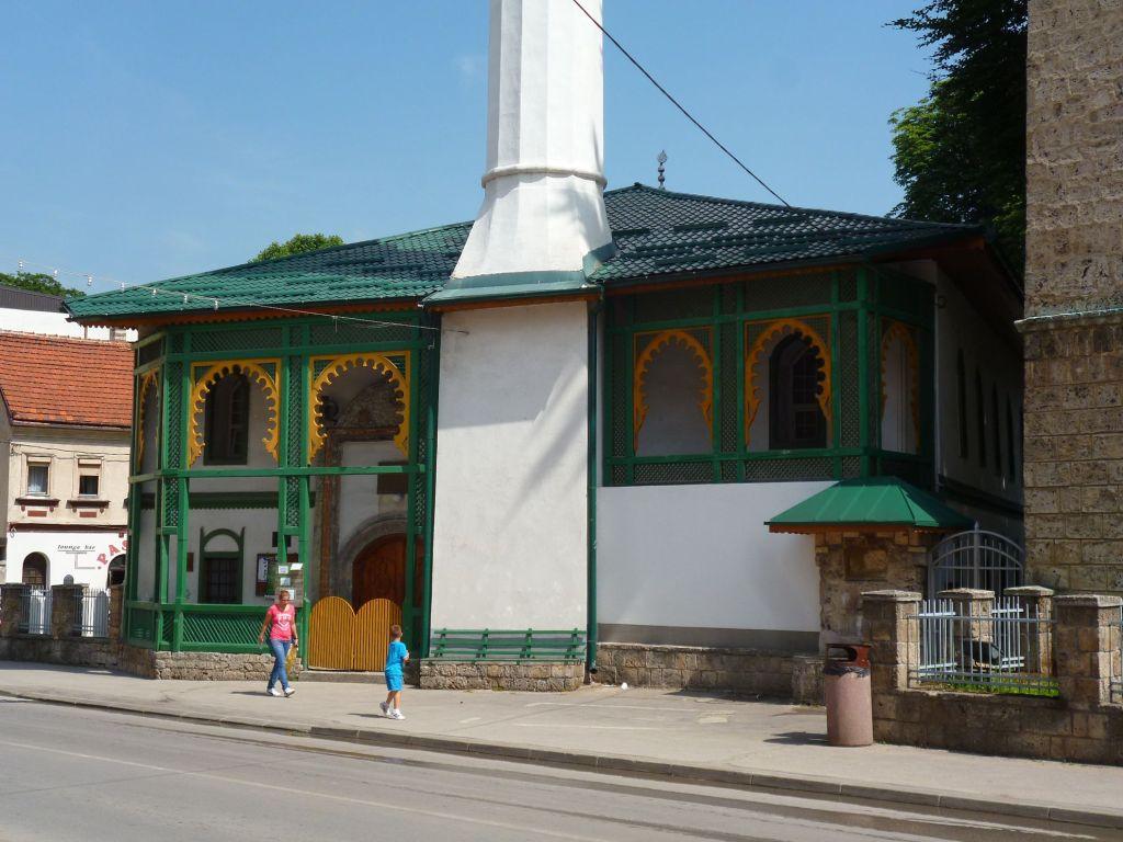 Крыльцо мечети Али-бега. Фото: Елена Арсениевич, CC BY-SA 3.0