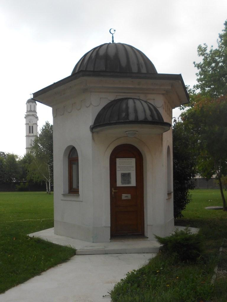 Гробница бинбаши Садик-бега. Фото: Елена Арсениевич, CC BY-SA 3.0