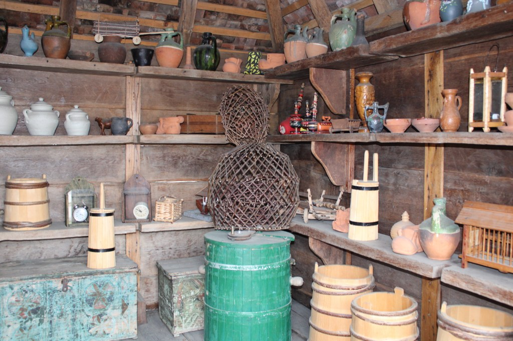 Деревянная, глиняная и прочая утварь. Фото: Елена Арсениевич, CC BY-SA 3.0