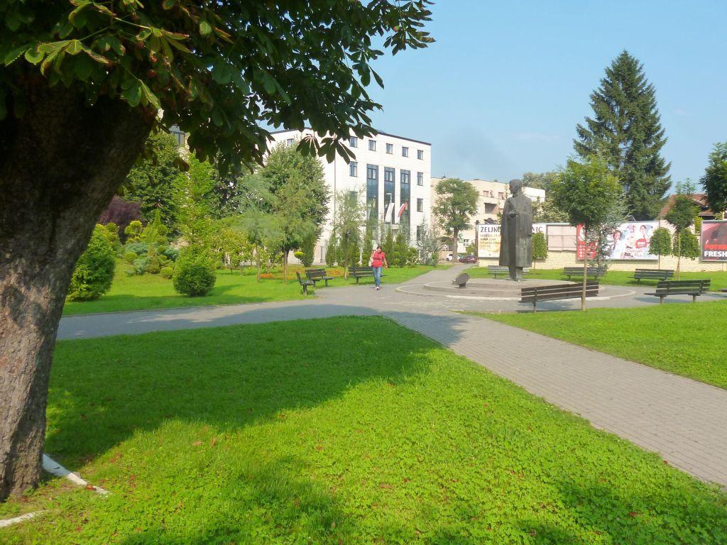 Памятник в центре города. Фото: Елена Арсениевич, CC BY-SA 3.0