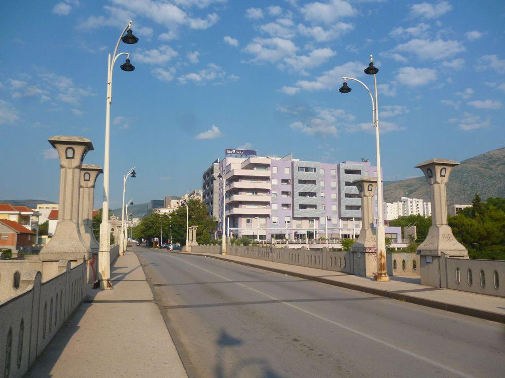 Царинский мост. Справа City Hotel. Фото: Елена Арсениевич, CC BY-SA 3.0
