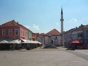 Чаршийская чесма и Чаршийская мечеть. Фото: Елена Арсениевич, CC BY-SA 3.0