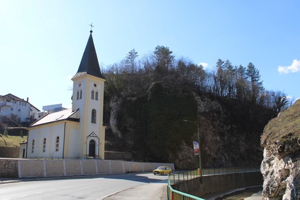 Церковь и речка Тешанька. Фото: Елена Арсениевич, CC BY-SA 3.0