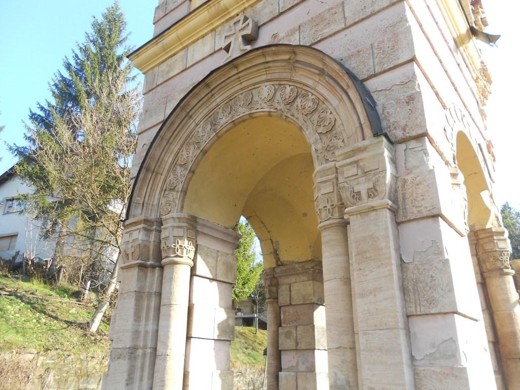 Каменный декор колокольни. Фото: Елена Арсениевич, CC BY-SA 3.0