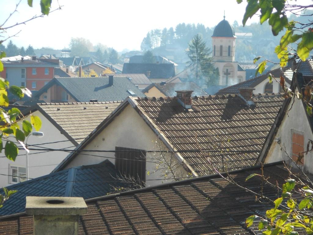 Крыши и колокольня. Фото: Елена Арсениевич, CC BY-SA 3.0