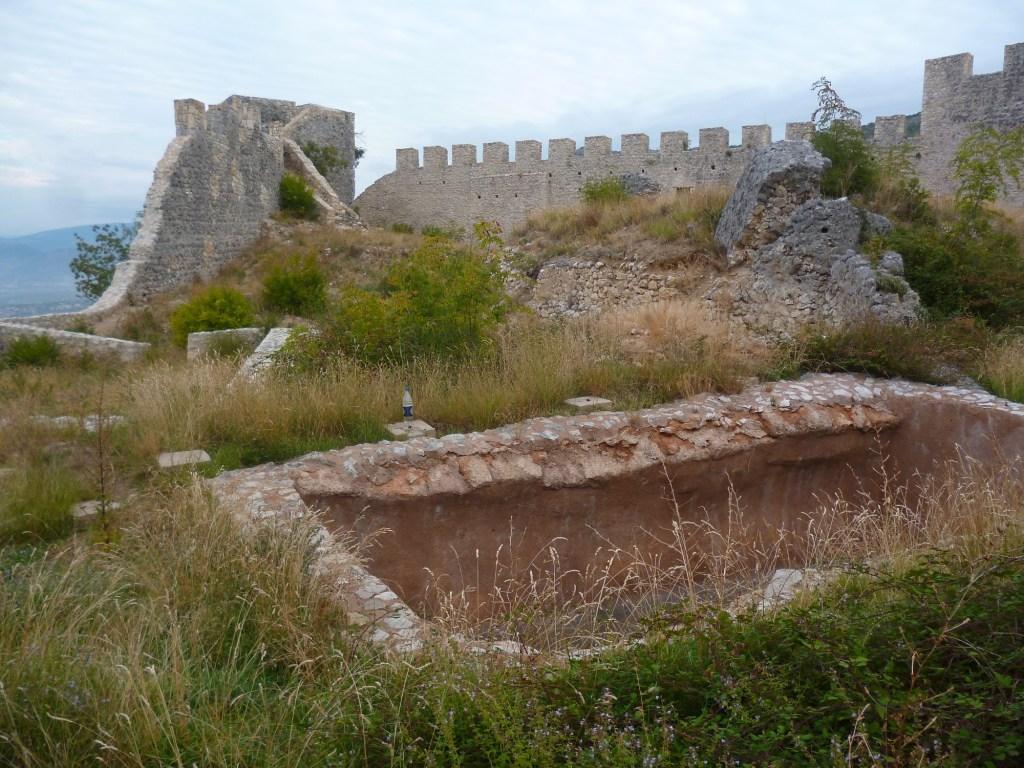 Резервуар в крепости Степан-град в Благае. Фото: Елена Арсениевич, CC BY-SA 3.0
