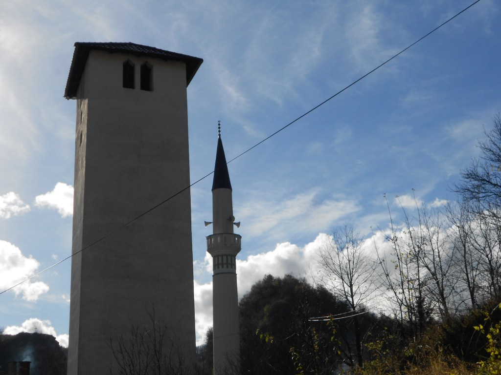 Часовая башня и минарет Чаршийской мечети. Фото: Елена Арсениевич, CC BY-SA 3.0