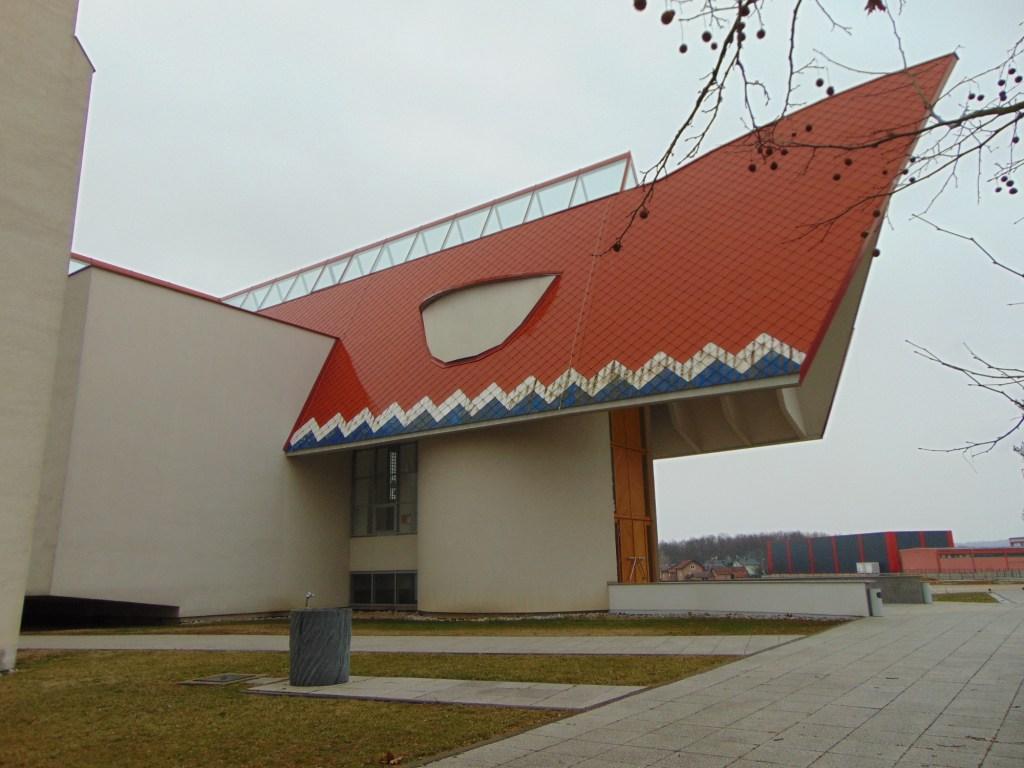 Оригинальное архитектурное решение. Фото: Елена Арсениевич, CC BY-SA 3.0