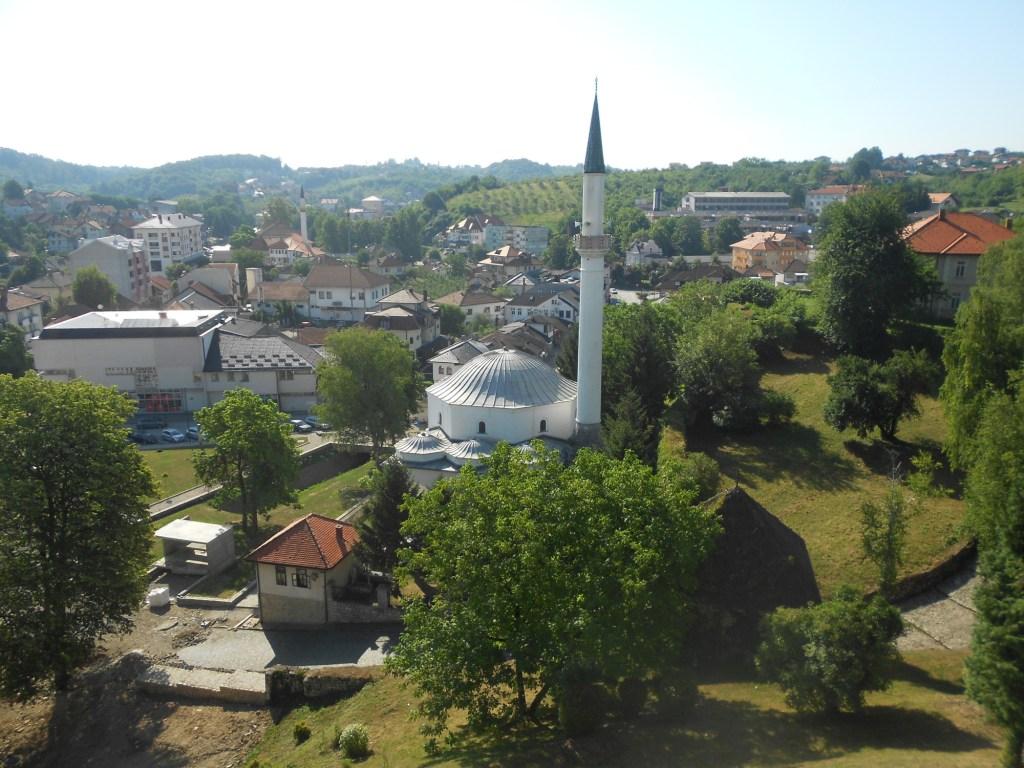Вид на мечеть с крепости. Фото: Елена Арсениевич, CC BY-SA 3.0