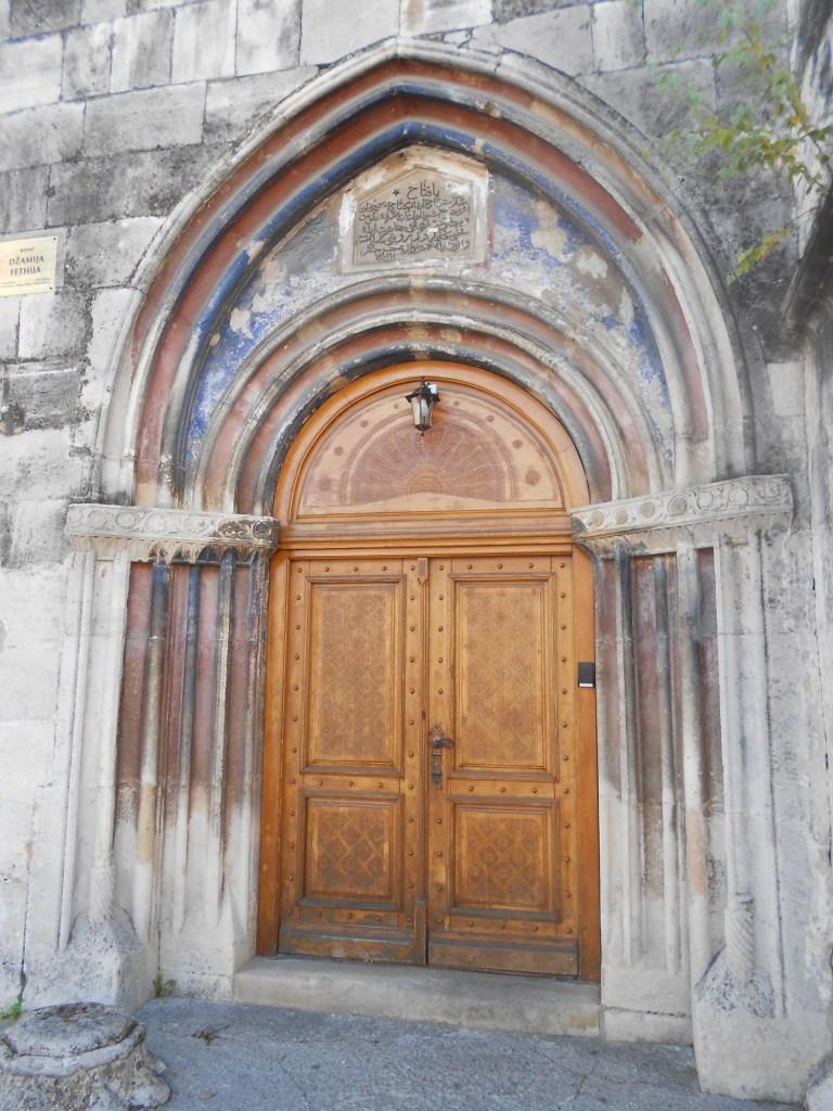 Готический портал мечети. Фото: Елена Арсениевич, CC BY-SA 3.0