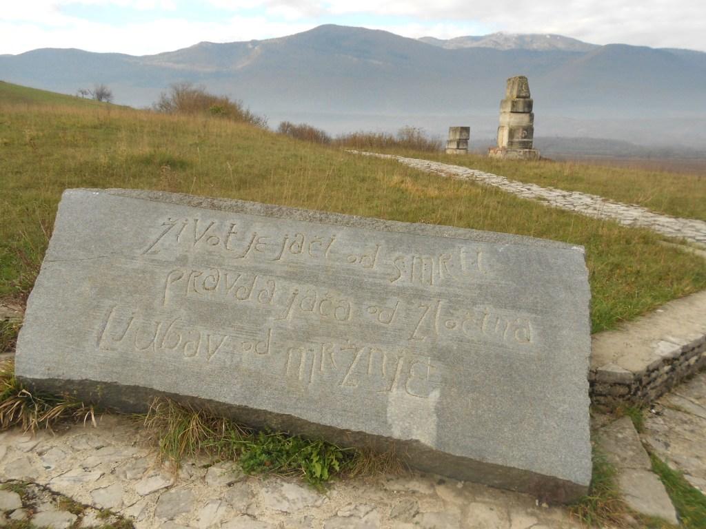 Табличка у начала тропы. Фото: Елена Арсениевич, CC BY-SA 3.0