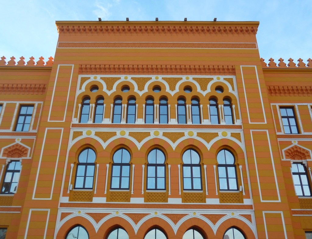 Центральный фасад гимназии. Фото: Елена Арсениевич, CC BY-SA 3.0