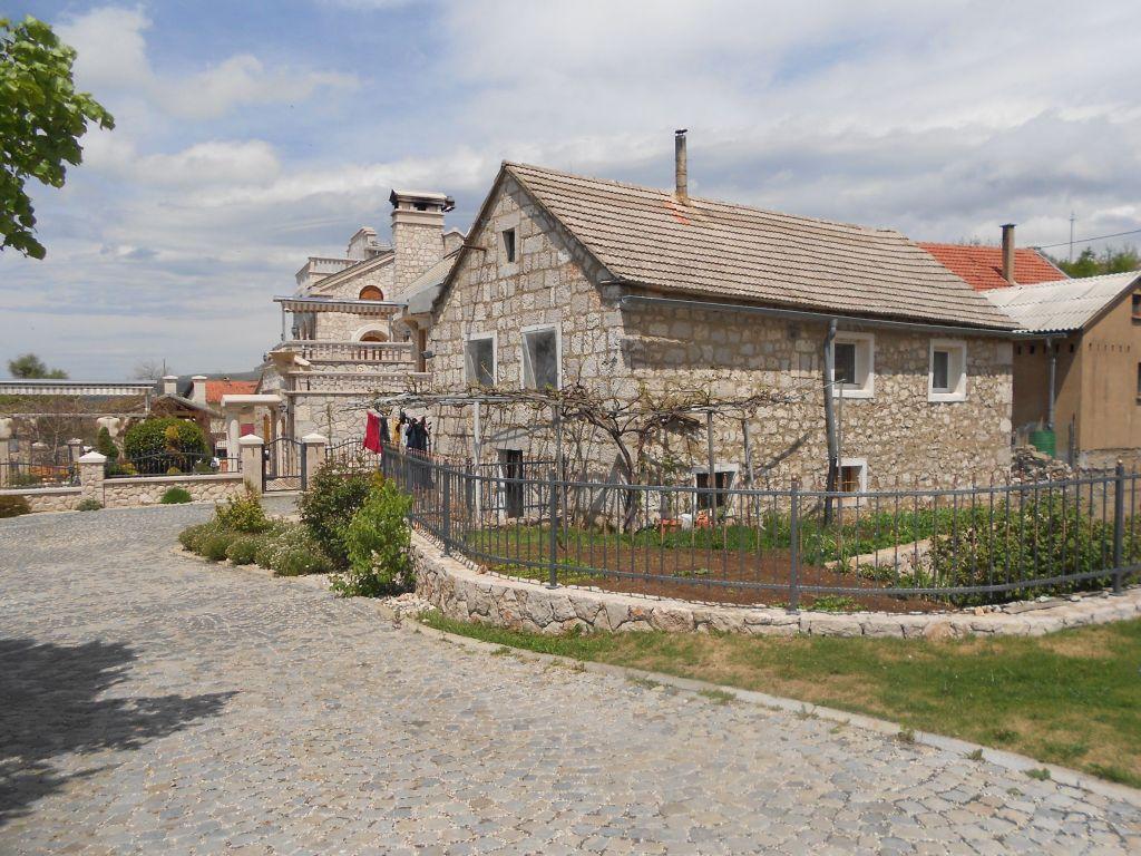 Апартаменты для гостей эко-села. Фото: Елена Арсениевич, CC BY-SA 3.0