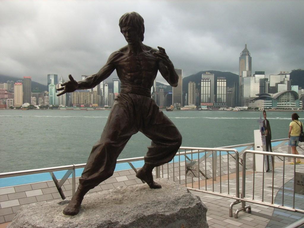 Памятник Брюсу Ли в Гонконге. Фото: BRUCELEE3, CC-BY-SA-2.5