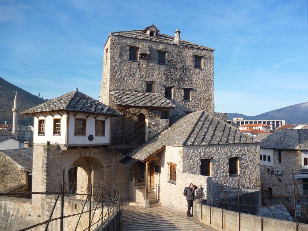 Вид на башню Халебию со Старого моста. Фото: Елена Арсениевич, CC BY-SA 3.0