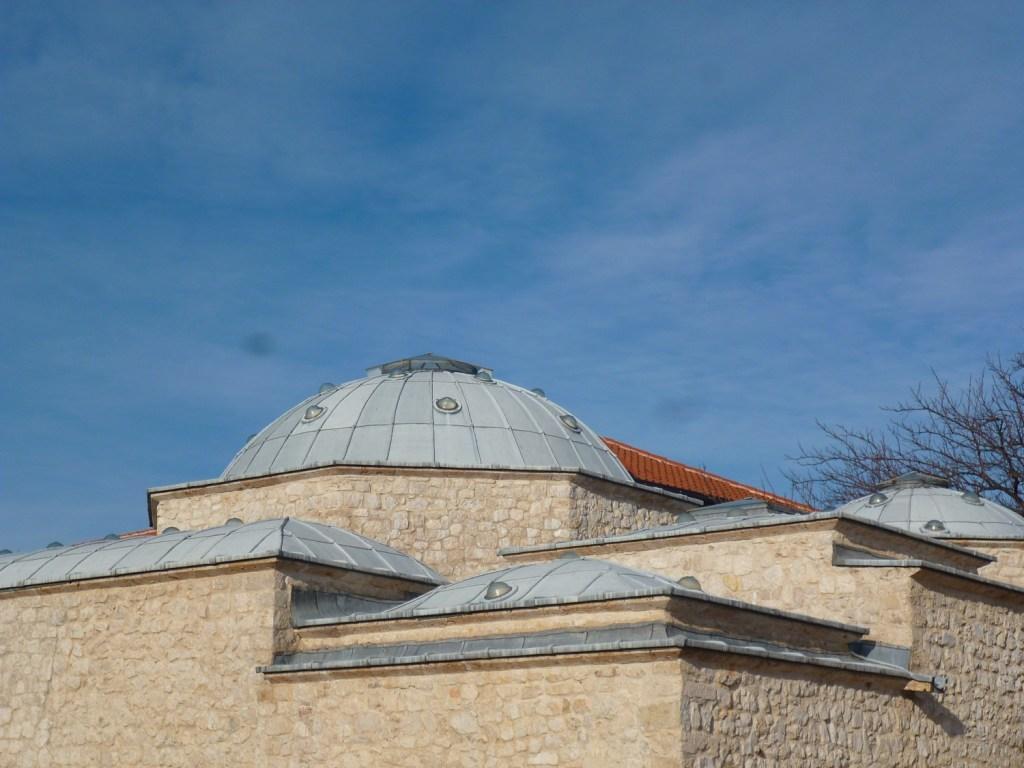 Купола мостарского хаммама. Фото: Елена Арсениевич, CC BY-SA 3.0