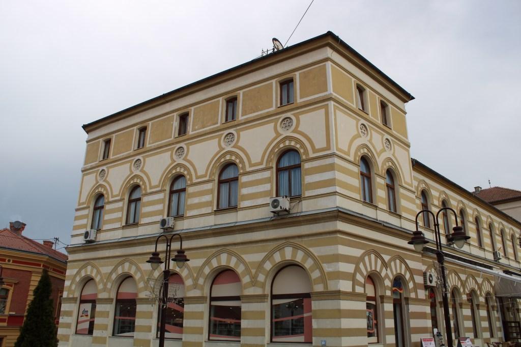 Левое крыло отеля. Фото: Елена Арсениевич, CC BY-SA 3.0