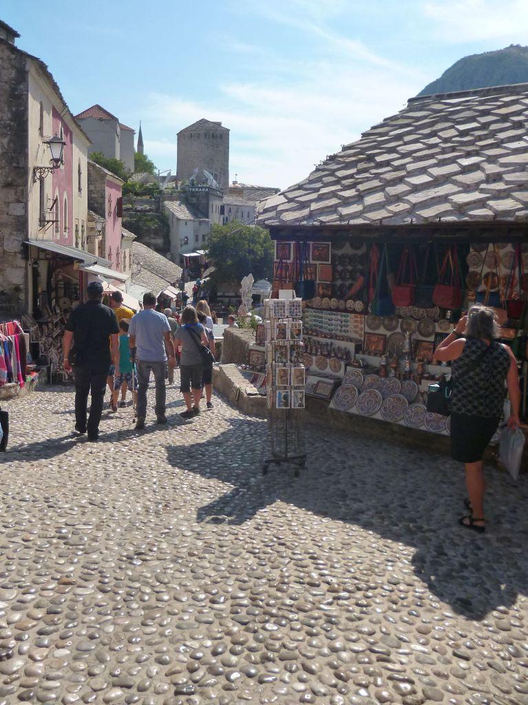 Куюнджилук, улица сувенирных и художественных лавок. Фото: Елена Арсениевич, CC BY-SA 3.0