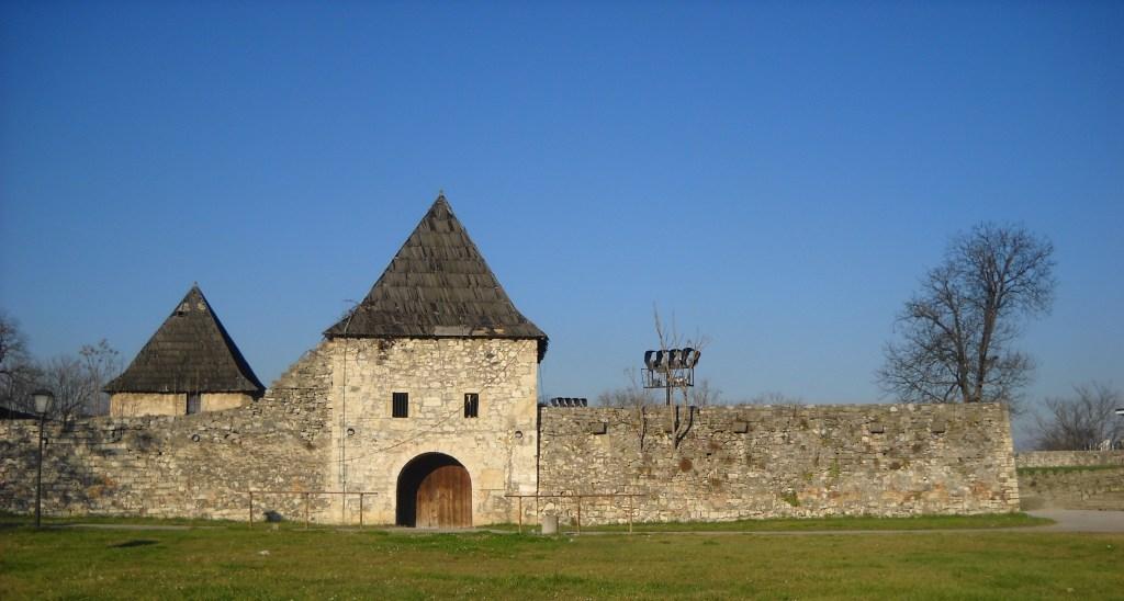 Крепость Кастел до реставрации. Фото: Елена Арсениевич, CC BY-SA 3.0