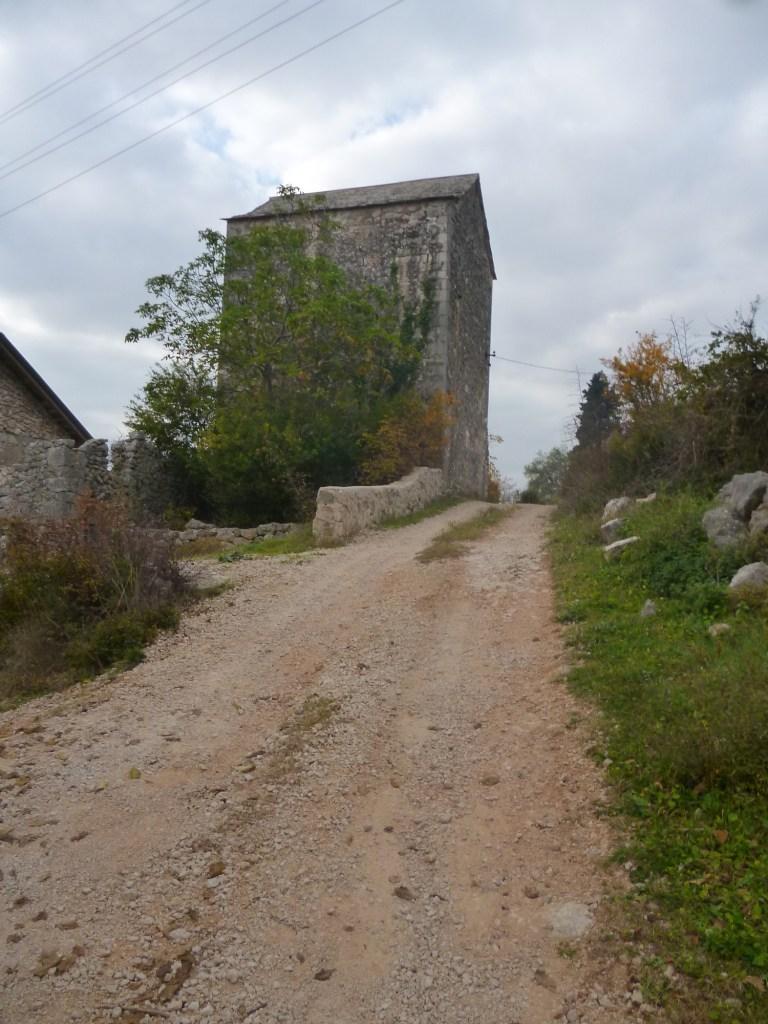 Старая дорога к крепости Любушки. Фото: Елена Арсениевич, CC BY-SA 3.0