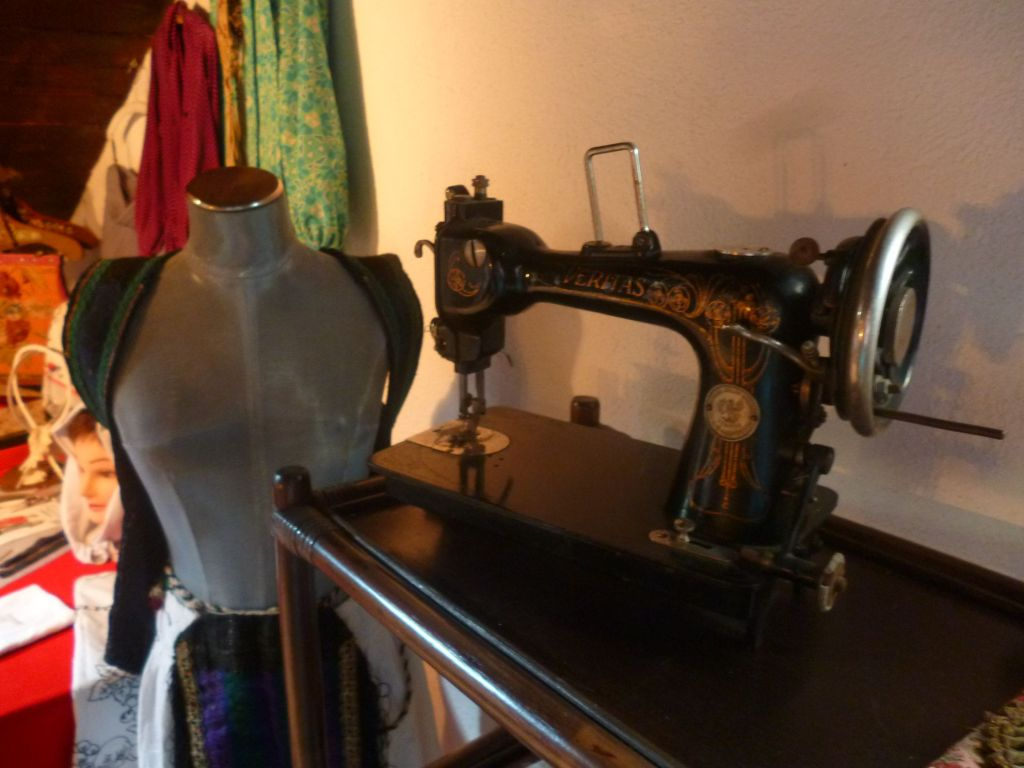 Реконструкция швейной мастерской. Фото: Елена Арсениевич, CC BY-SA 3.0