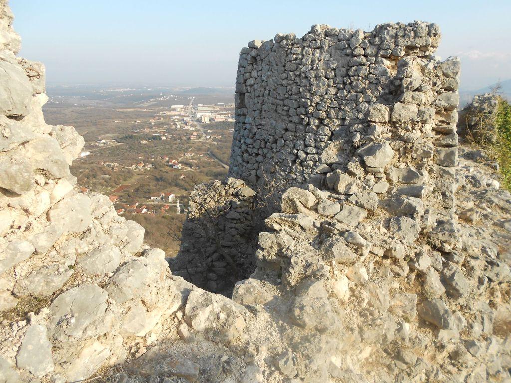 Одна из южных башен. Фото: Елена Арсениевич, CC BY-SA 3.0