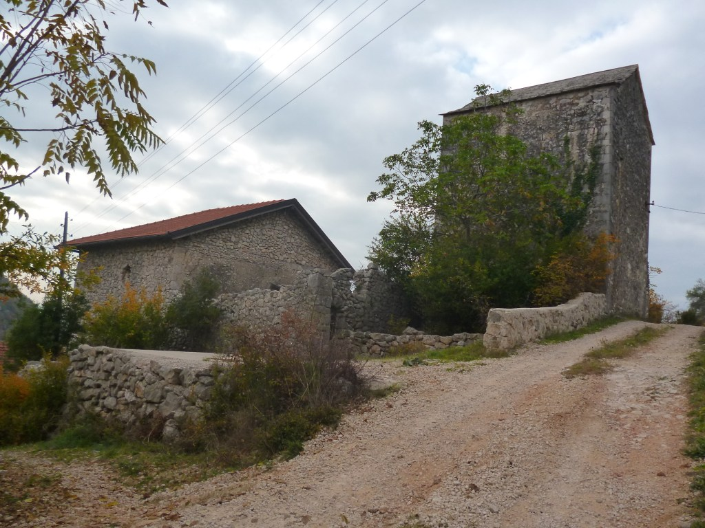Башня и прочее. Фото: Елена Арсениевич, CC BY-SA 3.0