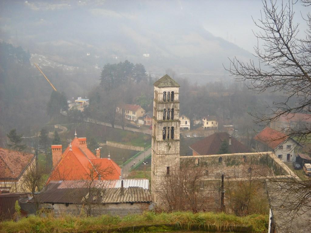 Башня св. Луки и руины церкви св. Марии, вид от цитадели. Фото: Елена Арсениевич, CC BY-SA 3.0