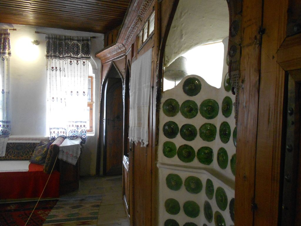 Мусандера с печкой-фуруной и банькой-хамамджиком. Дом Сврзо в Сараево. Фото: Елена Арсениевич, CC BY-SA 3.0