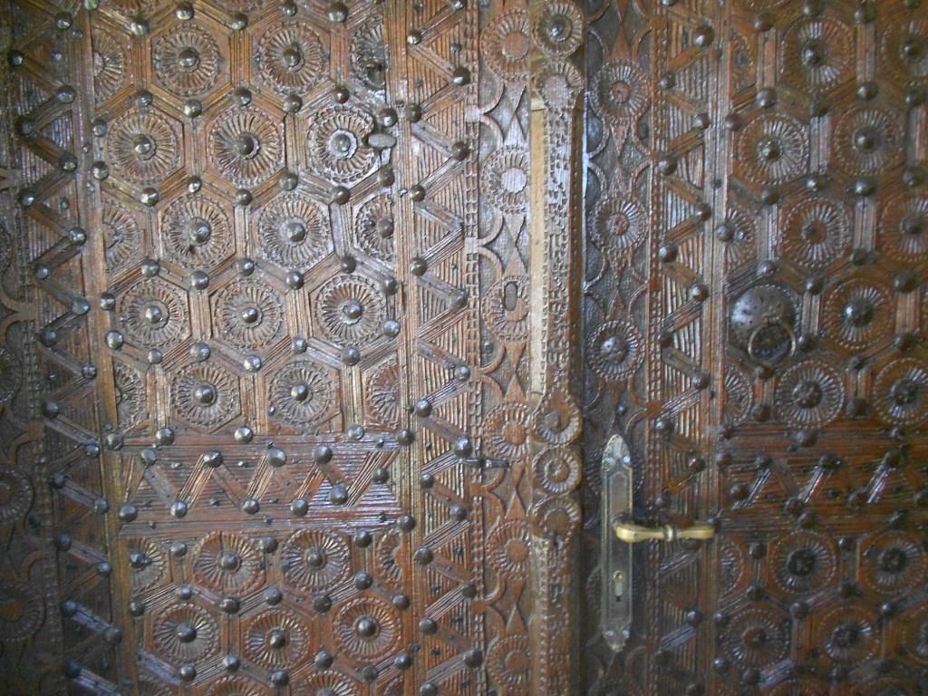 Резная дверь мечети. Фото: Елена Арсениевич, CC BY-SA 3.0