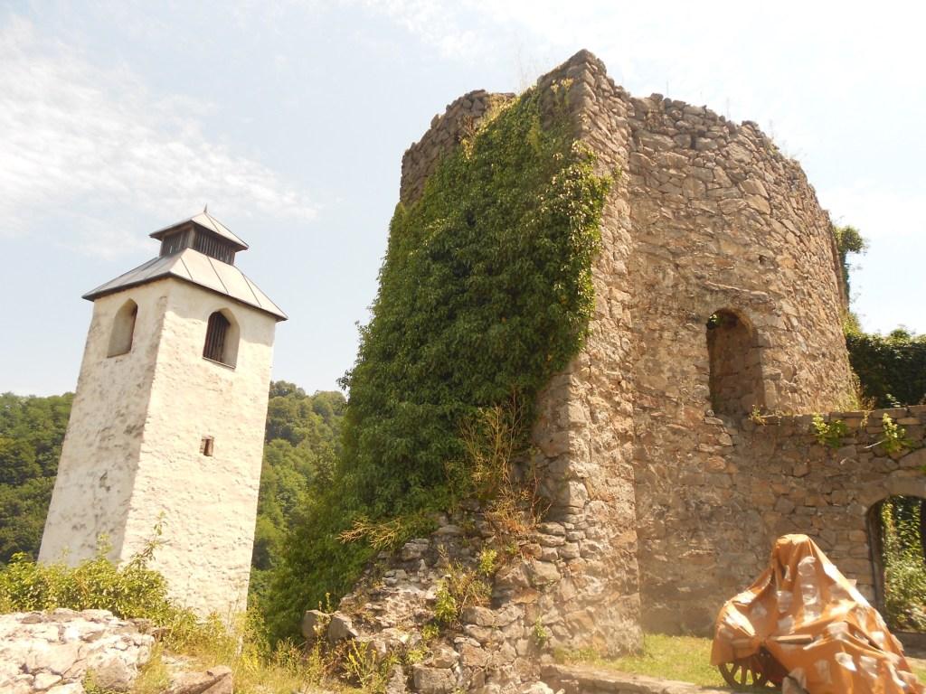 Часовая башня и сторожевая башня. Фото: Елена Арсениевич, CC BY-SA 3.0