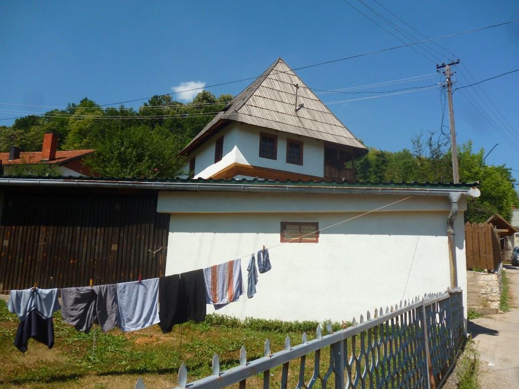 Дом в Грачанице. Фото: Елена Арсениевич, CC BY-SA 3.0