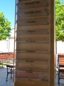 Таблички с языками для исповедален. Фото: Елена Арсениевич, CC BY-SA 3.0