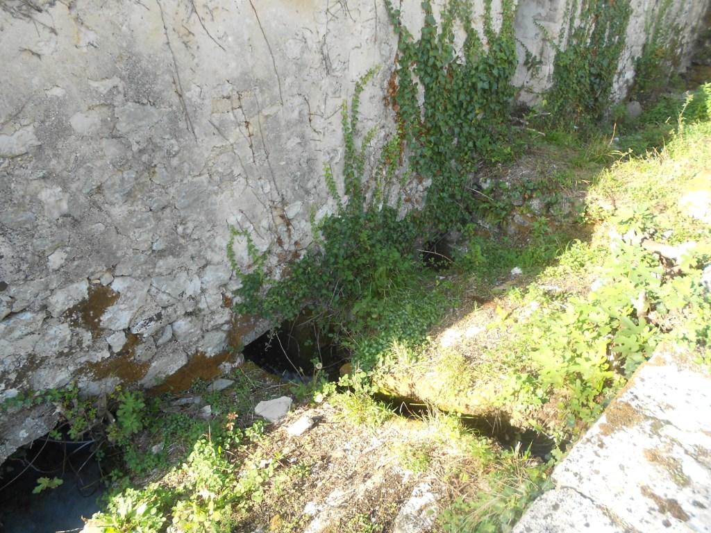 Желоба для подачи воды. Фото: Елена Арсениевич, CC BY-SA 3.0